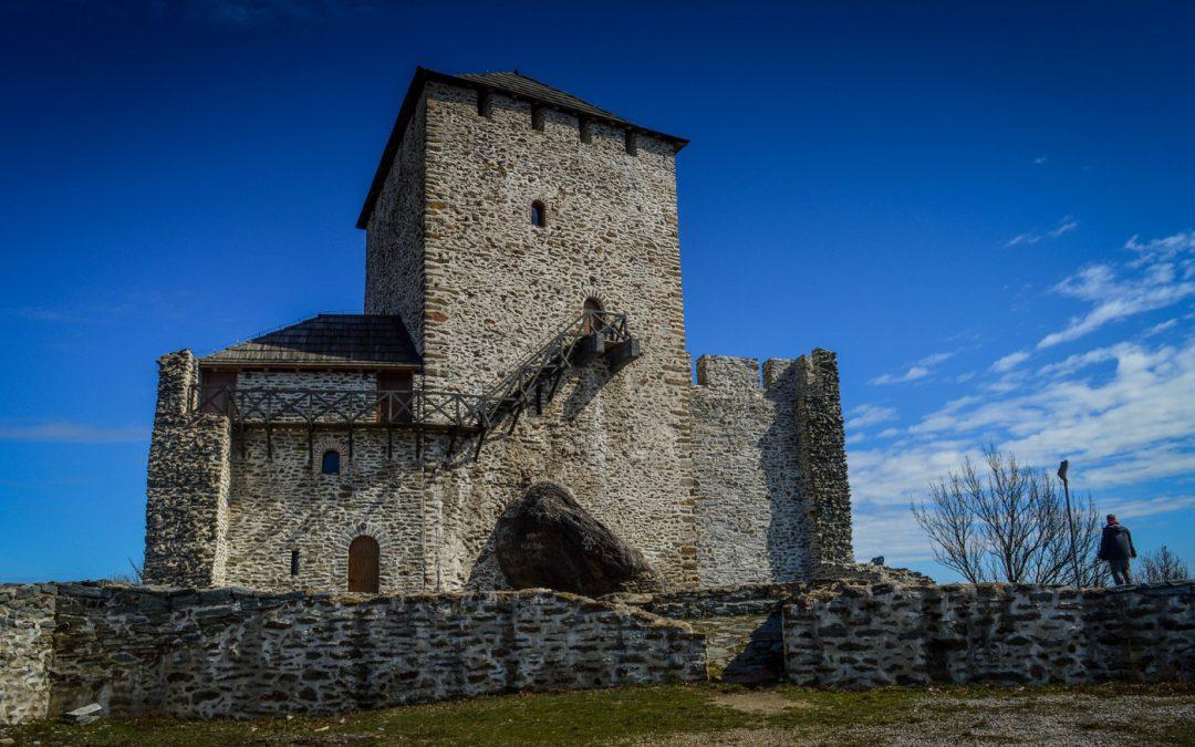 Поштовани грађани,             Овим путем Вас обавештавамо да ће Вршачки замак бити затворен за посетиоце од 13. јула због реконструкције крова.   Захваљујемо Вам се на разумевању.